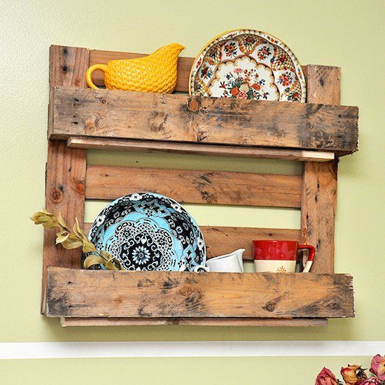 The easy way to make a shelf using a pallet! perfect for the farmhouse