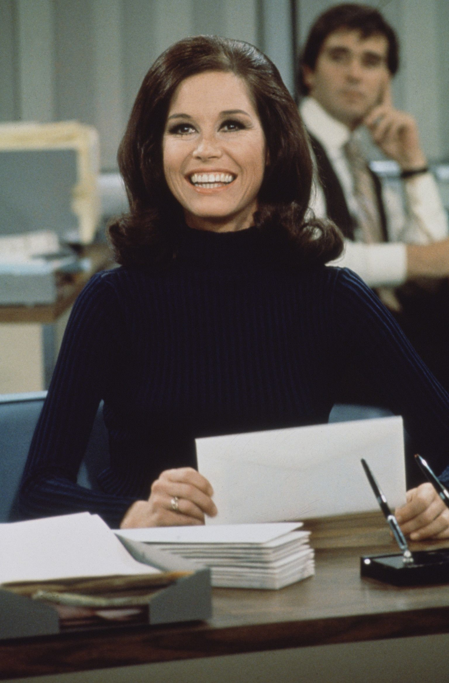 Women share how mary tyler moore shaped culture impacted social change cbs local - 1970 1977 Career Gal Mary Tyler Moore S Character A Single Working Woman In Her Who Wasn T Desperate To Settle Down With A Fella Offered American