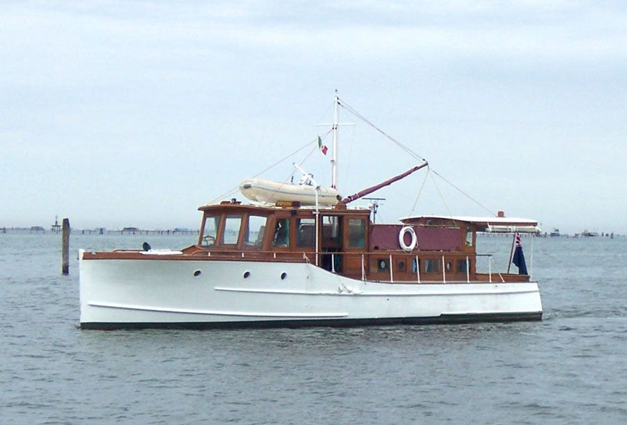 Classic yachts classic motor yacht papoose gentleman 39 s for Small motor boat for sale