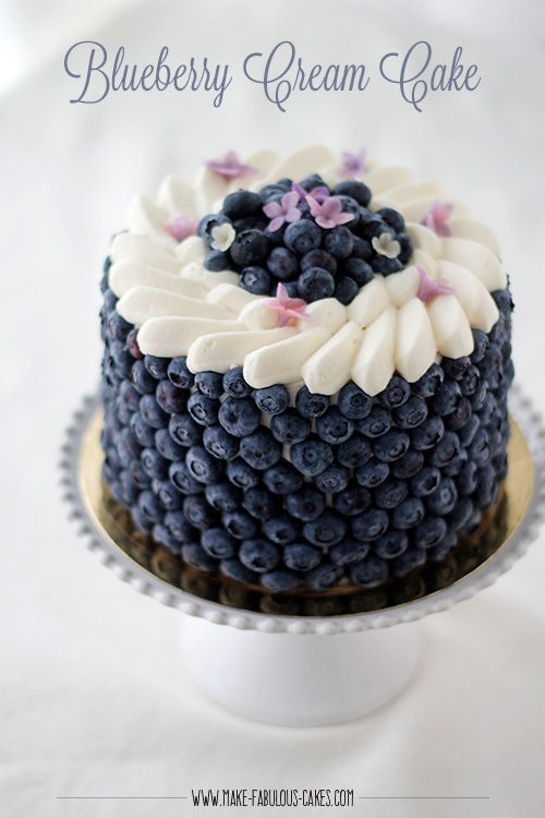 Blackberry Lavender Naked Cake with White Chocolate Buttercream #halloweenkuchen