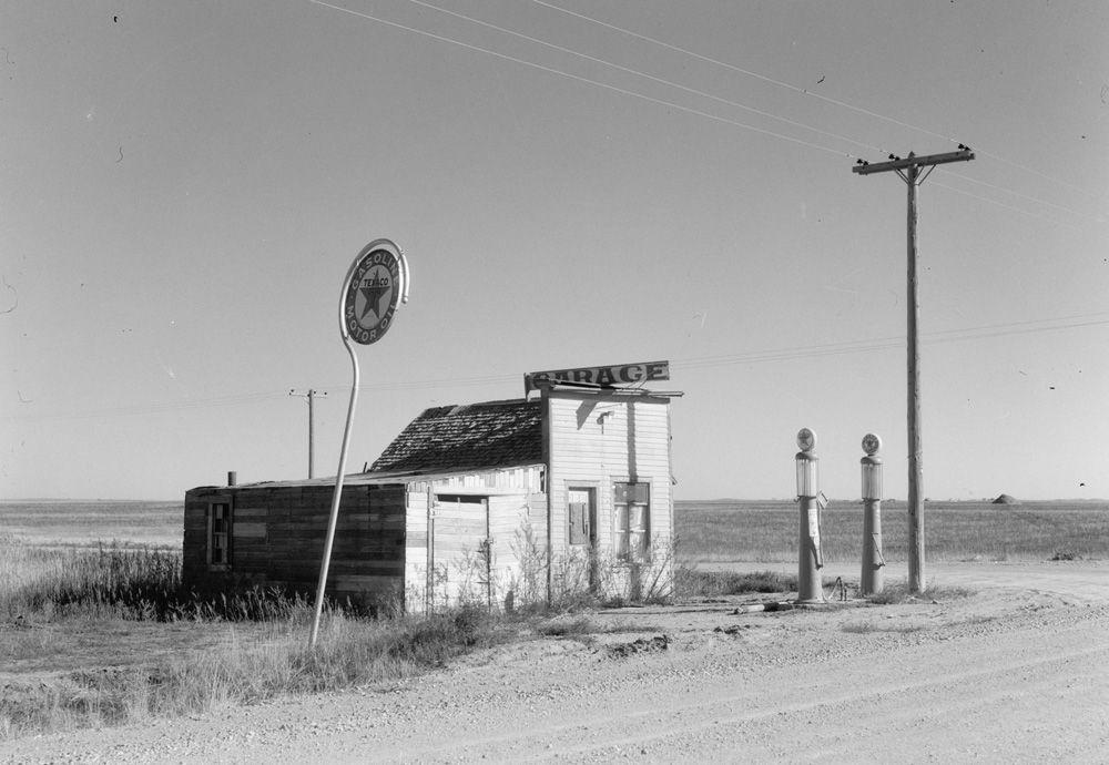 Abandoned garage on highway N°2. Western North Dakota