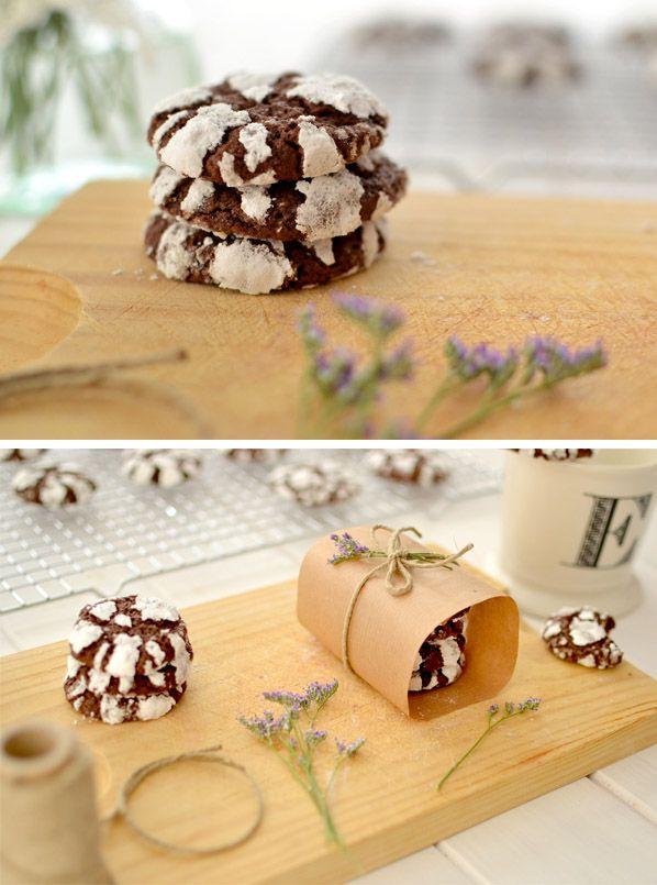 Galletas crujientes de chocolate poner 100 gr menos de azucar - 40gr menos de caco y 25 mas de harina  340 grados F