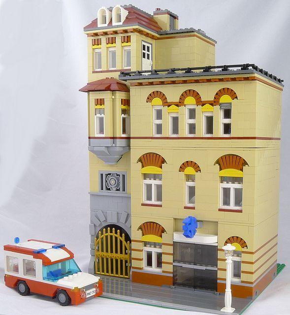 modular_hospital_3 by cecilihf, via Flickr (via http://www.bricktowntalk.com/)