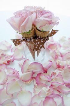 This Is So Cute Ice Cream Cone Flower Arrangements Tablescape Creative Decor Thrifty Decor Spring Table Blumen Mittelstucke Eiswaffeln Partyplanung