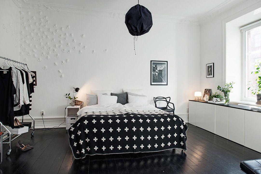 I fil ligger ett av lägenhetens sovrum