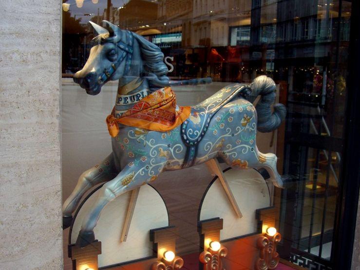 HERMES CAROUSEL HORSE WINDOW INSTALLATION   Carousel ...