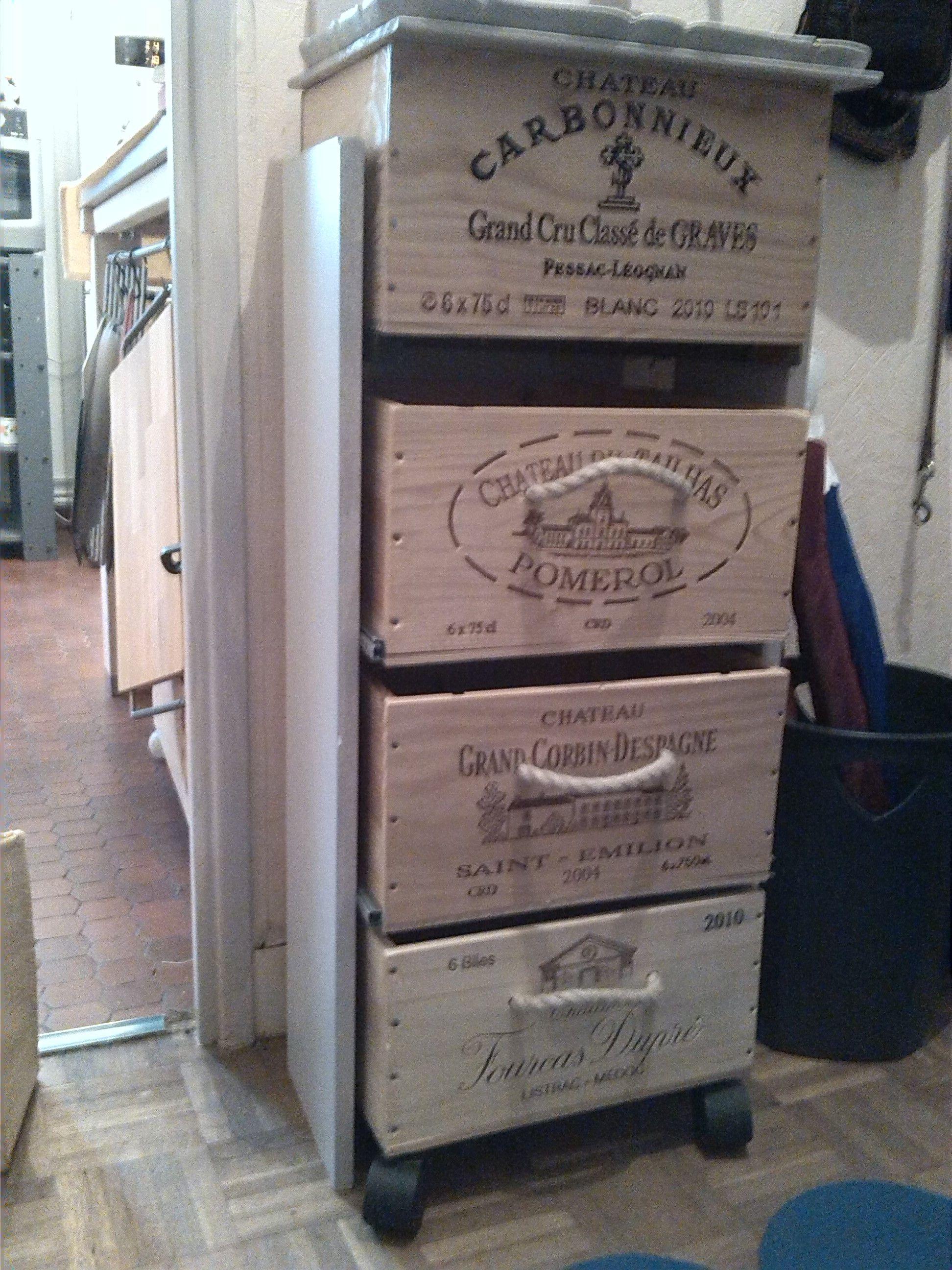 meuble fait avec caisses vin de r cup 39 la premi re caisse avec couvercle ensuite deux ti. Black Bedroom Furniture Sets. Home Design Ideas