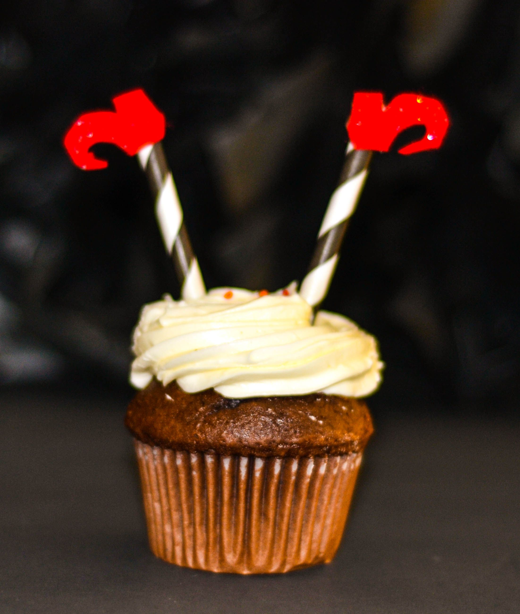Easy and cute Halloween cupcake!