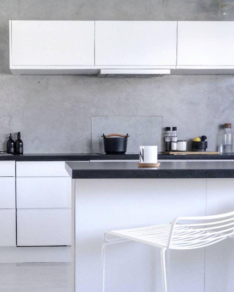 """Polubienia: 136, komentarze: 3 – Niina Nuutinen (@niinanuutinen) na Instagramie: """"Aamukahvi, tärkein kahvi☕🙏__________________ #interior #interior123  #kitchen #kök #mitthjem…"""""""