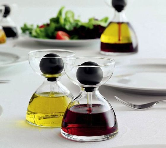 Oil And Vinegar Pipette Glasses / An attractive bowl that when combined with two of our pipette glasses makes an innovative plat-de-ménage. http://thegadgetflow.com/portfolio/oil-and-vinegar-pipette-glasses/