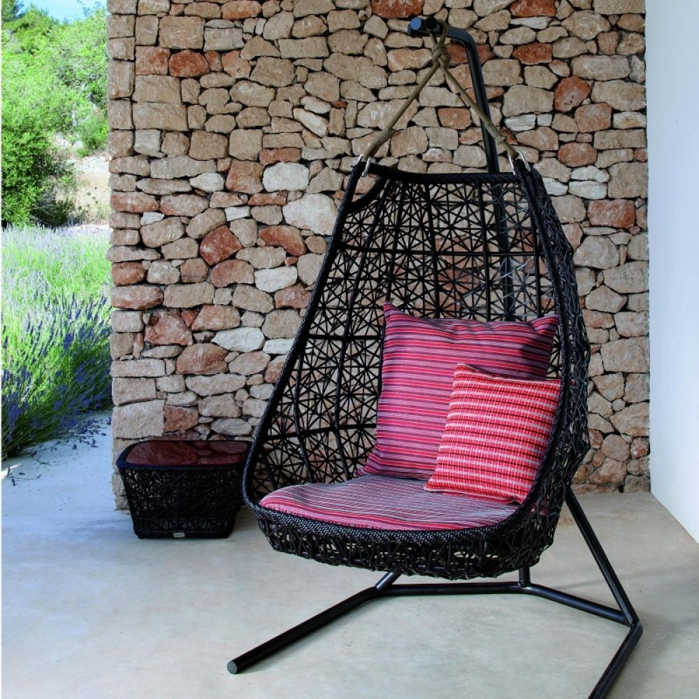 Maia egg swing hanging chair kettal maia ambientedirect