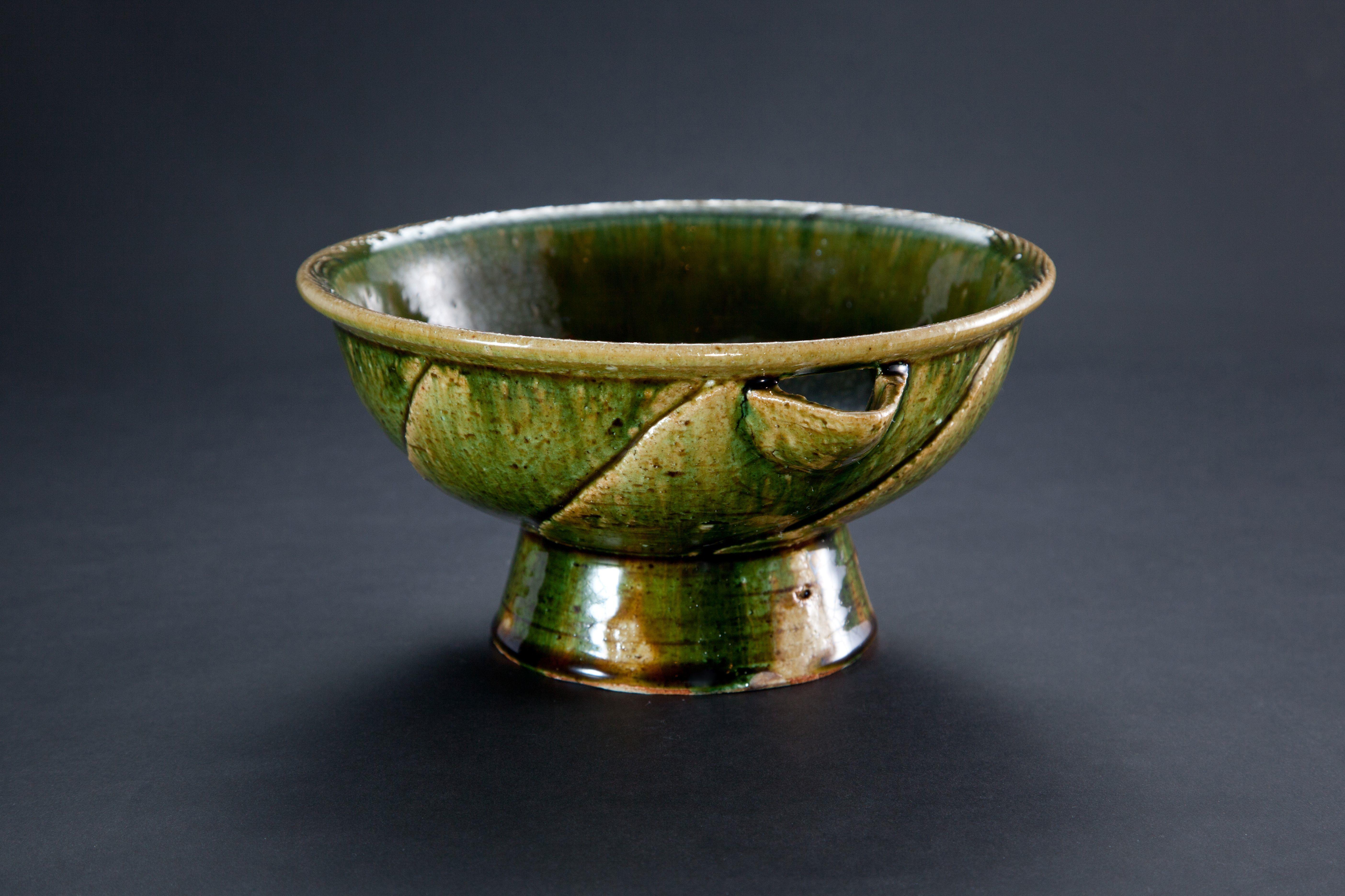 織部刻文片口 Bowl with a spout, Oribe type 2012