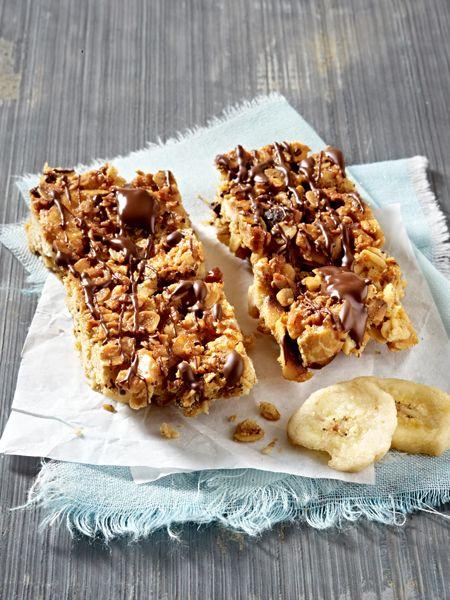 Lust auf Süßes? Müsliriegel sind der gesunde Snack für zwischendurch. Und weil kaufen jeder kann, machen wir unsere Müsliriegel selbst. Vier schnelle Rezepte.