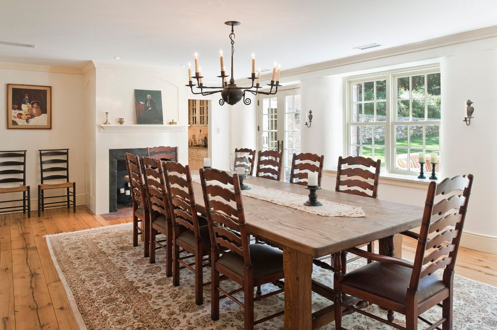 Round Farmhouse Dining Table Room With Antique Chandelier Area Rug