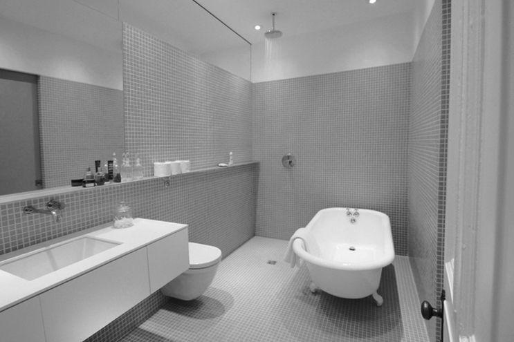 Douche plein pied sans cloison dans petite salle de bain Salle de