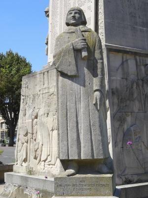 Le monument aux morts de la Grande Guerre Soissons France - piscine crecy la chapelle