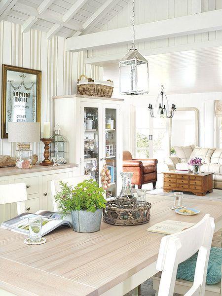 Salón comedor estilo rústico refinado en tonos suaves