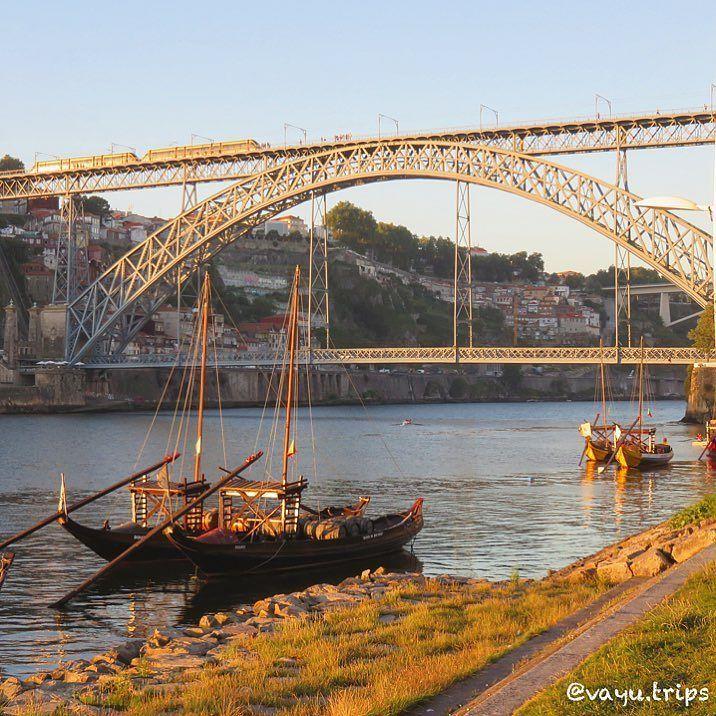 Luis I Bridge is a metal arch bridge between Porto and Vila Nova de Gaia. A perfect walk to see the Douro River by the end of the day! #douroriver #douro #bridgesaroundtheworld #wanderlust #backpacking #bucketlist #portugal #oporto #mochileiros #eurotrip #travelphotography #sunset #bestview by vayu.trips