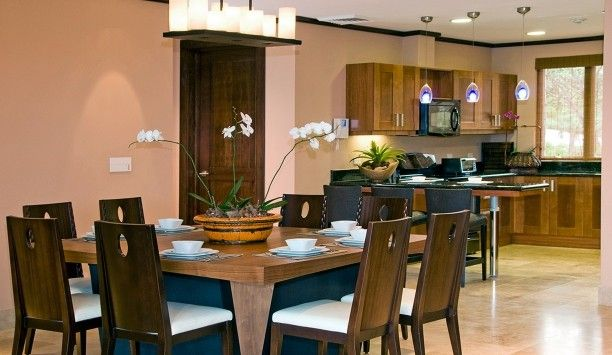 Vista Hermosa: The open-plan kitchen and dining area makes for social mealtimes and has seating for eight.