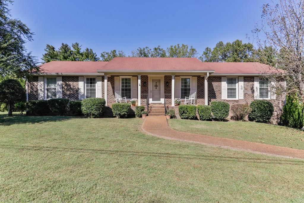 1436 Harris St Columbia Tn 38401 4 Bed 2 Bath 259 900 Charming All Brick H Estate Homes House Styles Property