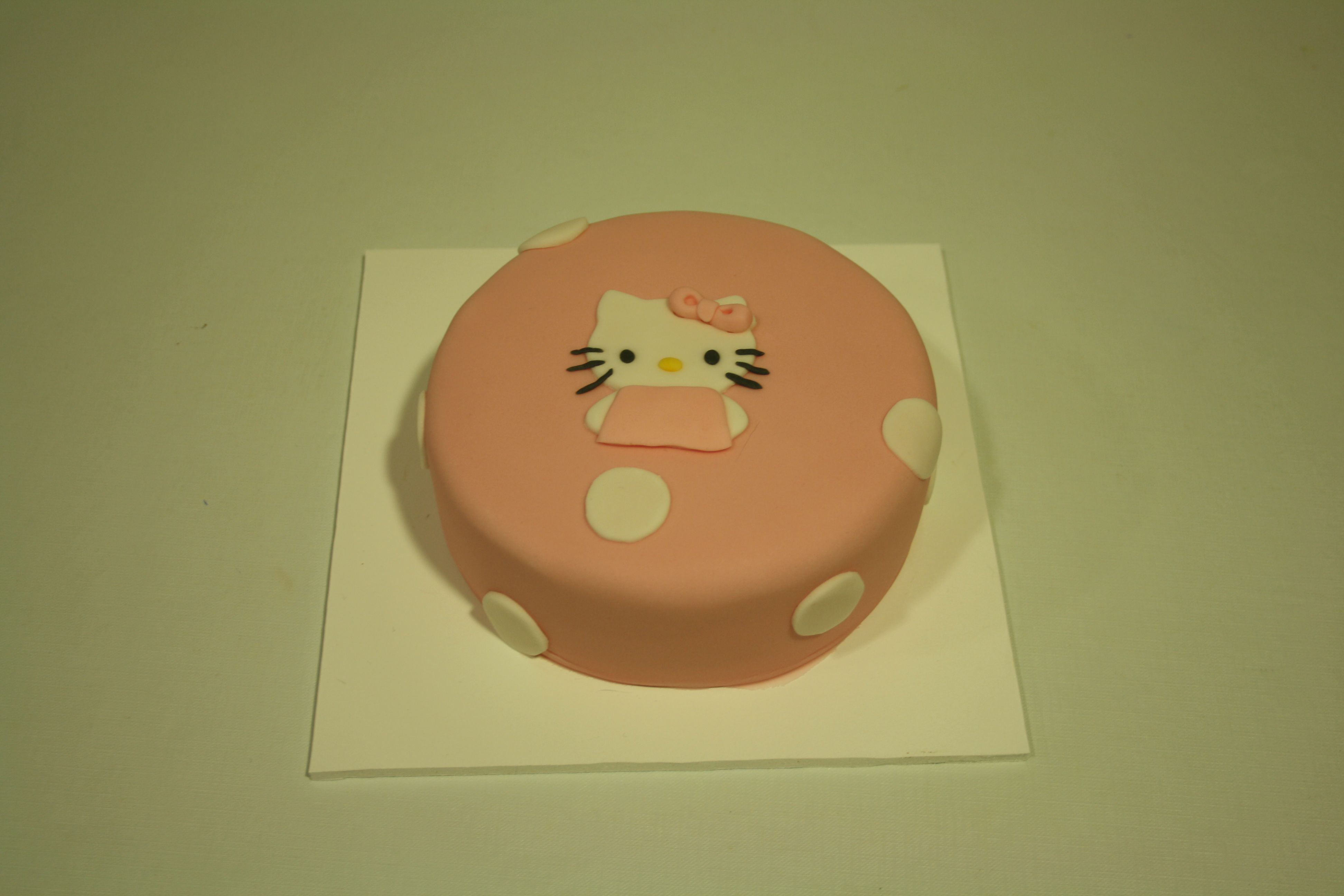 Tarta Hello Kitty en decoración plana 2D