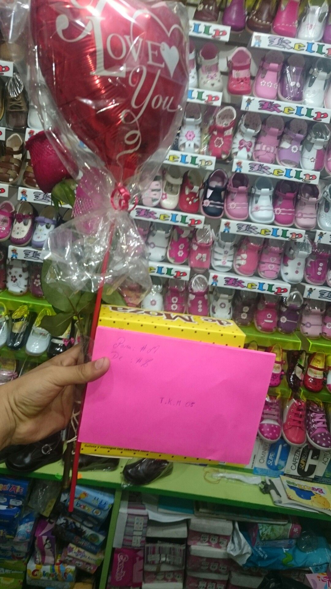 Carta ✉, rosa 🌹 roja, globo 🎈 I Love You y una caja 🎁 de Chocolate 🍫 25 de noviembre