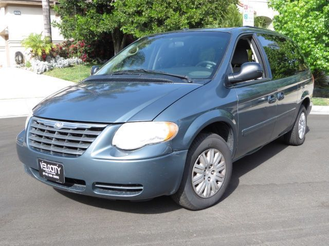 2006 Chrysler Town Amp Country 128 022 Miles 4 999 With
