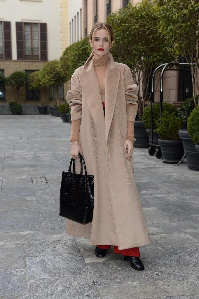 a79de325188 Actress Zoey Deutch wears Max Mara s Bormio coat in the traveling photo  exhibition. Photo  Courtesy Max Mara