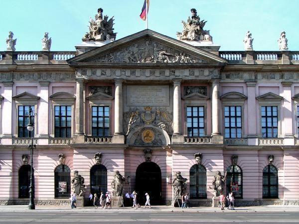 Pin von Eiserner Engel auf Zeughaus Berlin in 2020 (mit