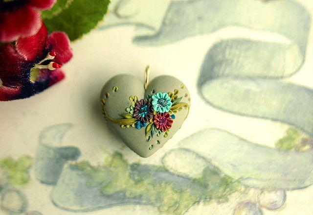 cobblestone garden - vintage inspired heart pendant