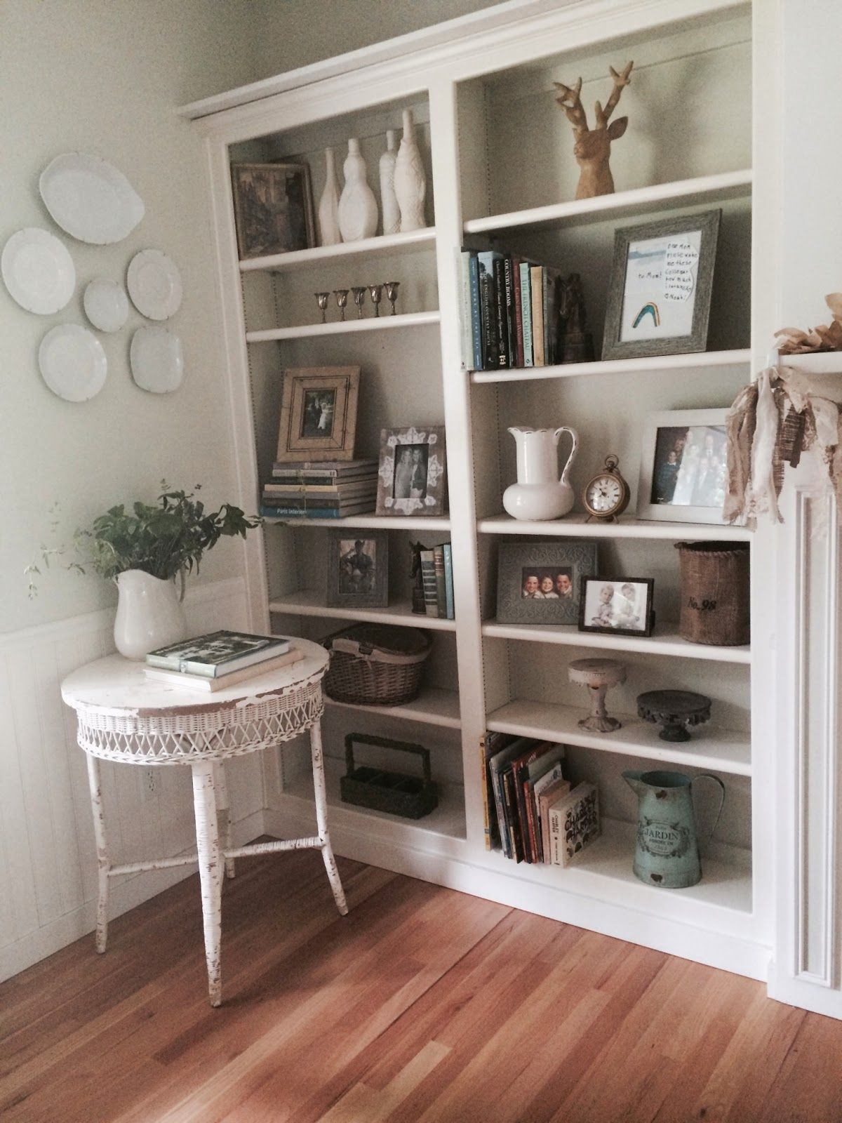 the yellow cape cod four simple steps to a great bookcase display