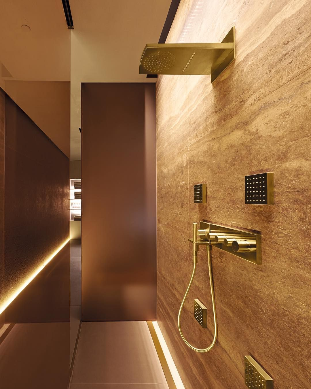 Four Seasons Hotel bathroom inspiration. AXOR ShowerCollection designed by Philippe Starck.  Kuhnle & Kn�dler�  @fsmilan @starck   #AXOR #AXORnordic #AXORFinishPlus #PhilippeStarck #FormFollowsPerfection #fsmilan #milan #bathroomdesign #interiordecor #int