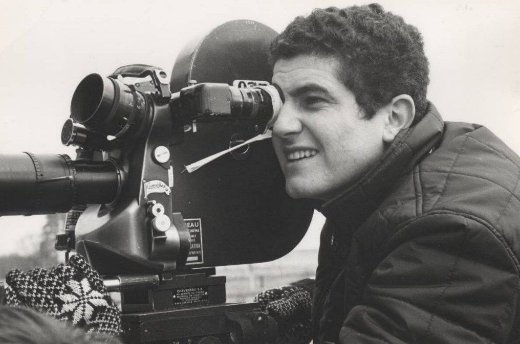 cameraman met filmcamera anno 1960