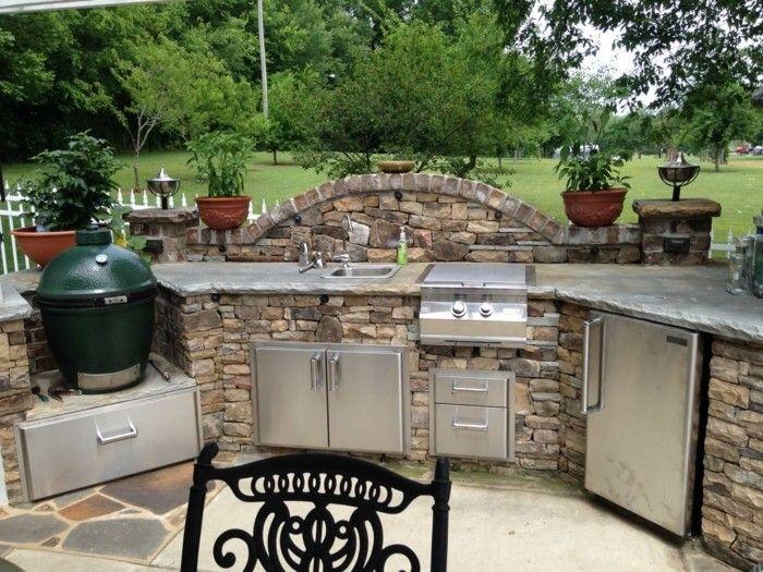 Outdoor Küche macht es möglich, köstliches Essen draußen zu genießen   Outdoor kitchen decor ...