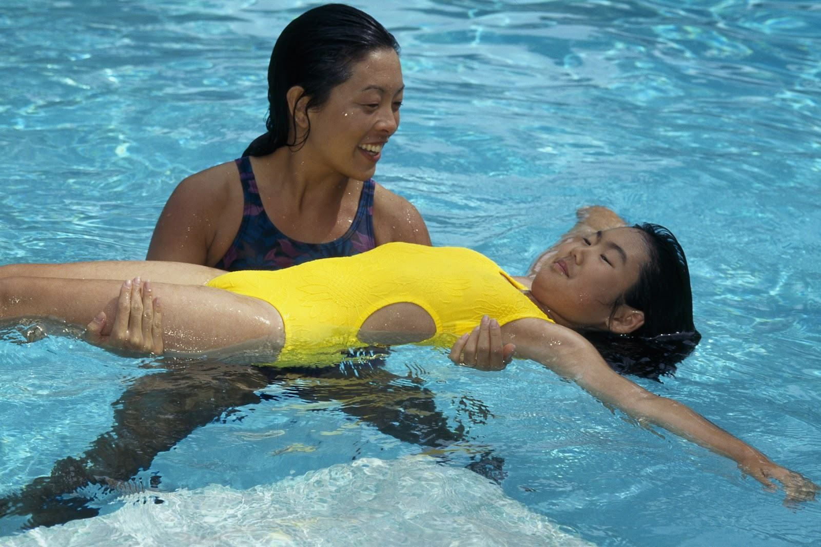 Kids Playing Dad Swimming Pool Hd Wallpapers Backgrounds Kids S Physical Therapy Exercises Physical Therapy Exercise