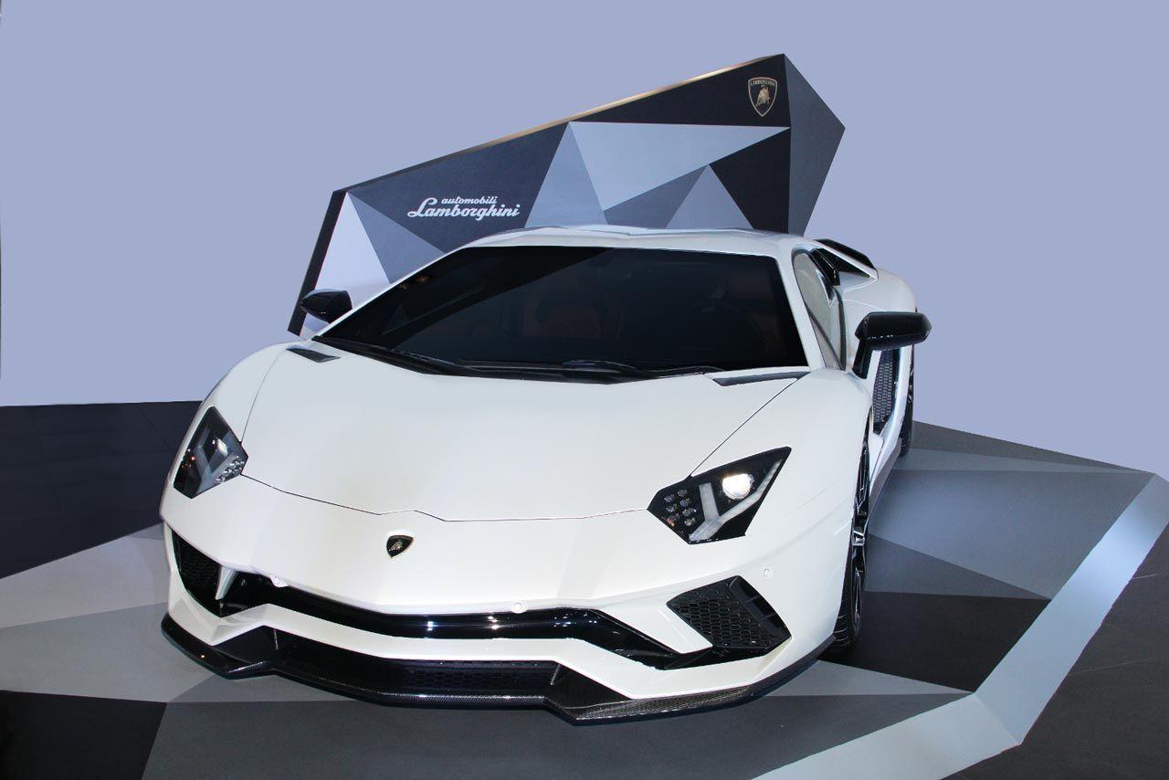 Automobili Lamborghini Has Launched The 2017 Lamborghini Aventador S In India Prices Starts At Inr 5 01 Crores Lamborghini Aventador Luxury Cars Lamborghini