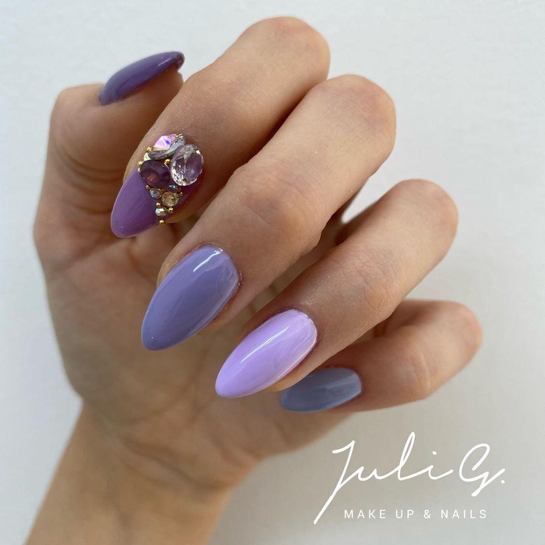 "Makeup & Nails Juli G on Instagram: ""Hoy me tocó a mi! 💅🏻 #nails #nailsofinstagram #nails2inspire #nailstyle #nailart #nailsmagazine #cristales #accentnails #julig_makeupnails"""
