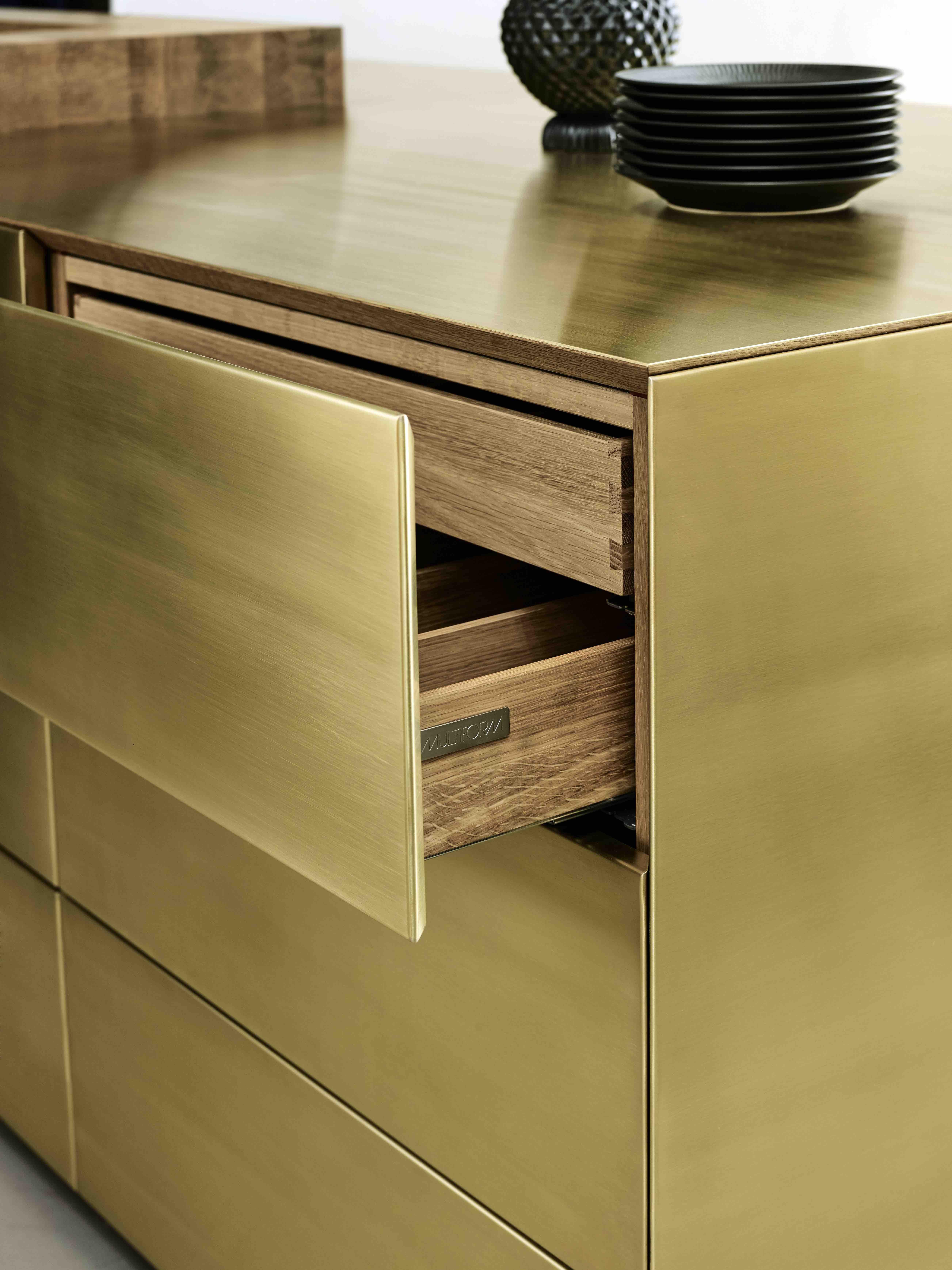 Küchendesign mit goldfarbener Oberfläche | Messing & Gold ...