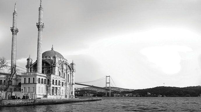 Extraordinary #Istanbul, #BoscoloGift. A metà tra Oriente e Occidente, Istanbul è una città ricca di storia e brulicante di vita. Scoprila insieme a noi! #travel #tourism #Boscolo