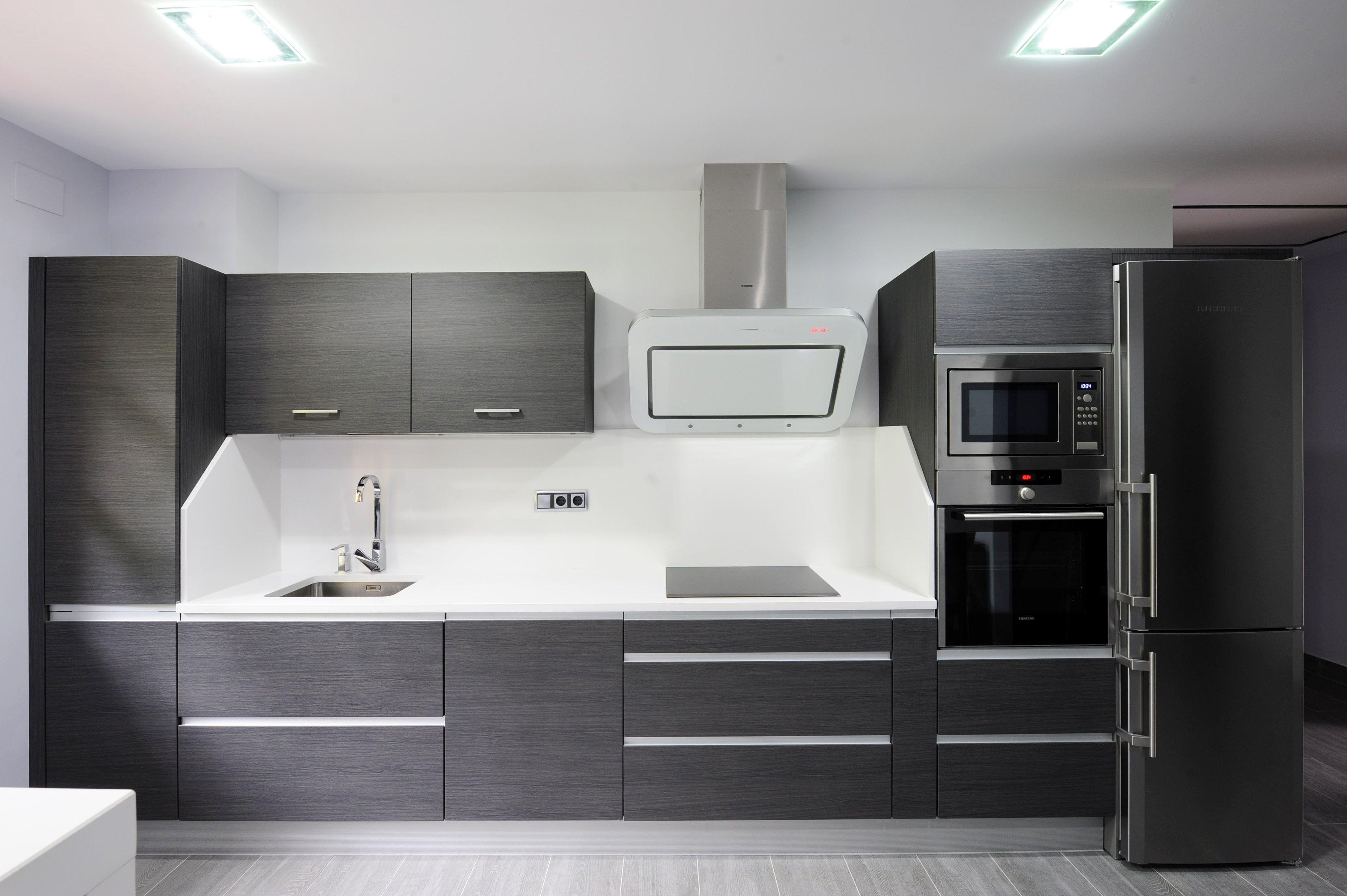 Esta Cocina Ha Sido Disenada E Instalada Por Karsuk De Bera Esta Realizada En Melamina Y Cuent Decoracion De Cocina Moderna Muebles De Cocina Diseno De Cocina
