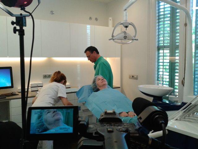 A continuación os presentamos unas imágenes de la jornada de grabación de un vídeo sobre tratamientos de estética con el Dr. Xavier Bazán, que está teniendo lugar hoy  12 de Junio de 2013 en i3dental - www.i3dental.com