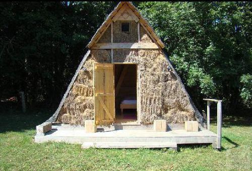 G te de la cour la cabane en bois campandr valcongrain for Petite cabane de jardin en bois