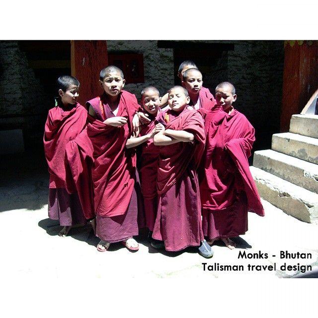 De inwoners van Bhutan zijn enorm vriendelijk. Tover je je camera tevoorschijn, dan zullen ze bijna altijd wel willen poseren! #talismanmoments #Bhutan #Talisman #monks