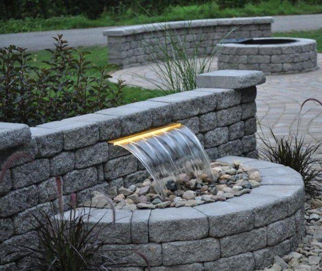 betonstein wasserbrunnen mit beleuchtung bauen design ideen garden waterfall fountain. Black Bedroom Furniture Sets. Home Design Ideas