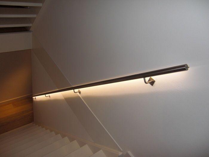 Trapleuning met verlichting: handig als nachtlampje! | Лестницы ...