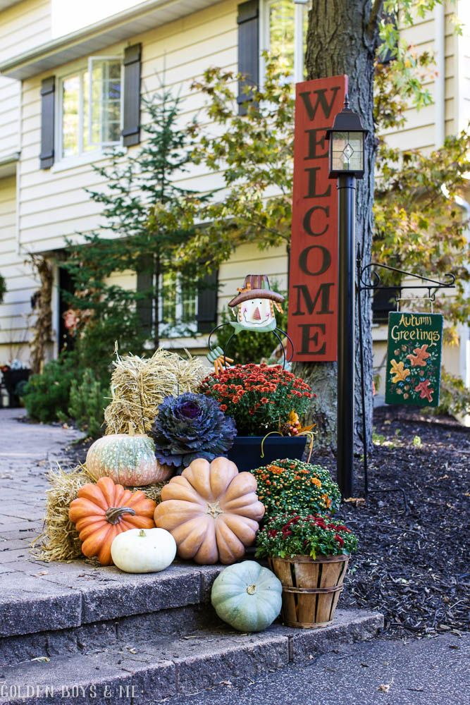 Fall home tour 2016 outdoor fall decor ideas hay bales for Pictures of fall decorations for the yard