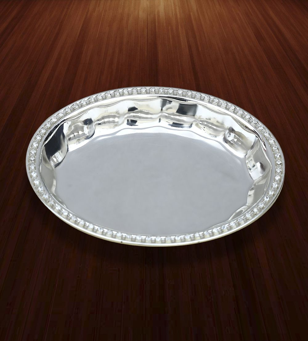 Oval Bowl with Swarovski Edges - A magnificent Fruit bowl with Swarovski edges to display and serve your favorite dishes.