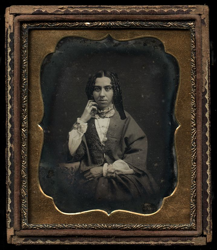 1850s 1 6 Dag Photo of Woman with Ringlets in Hair