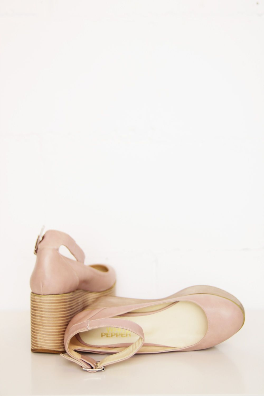 Mary-Jane Platform Wedge Pink Beige http://www.thewhitepepper.com/collections/shoes/products/mary-jane-platform-wedge-pink-beige