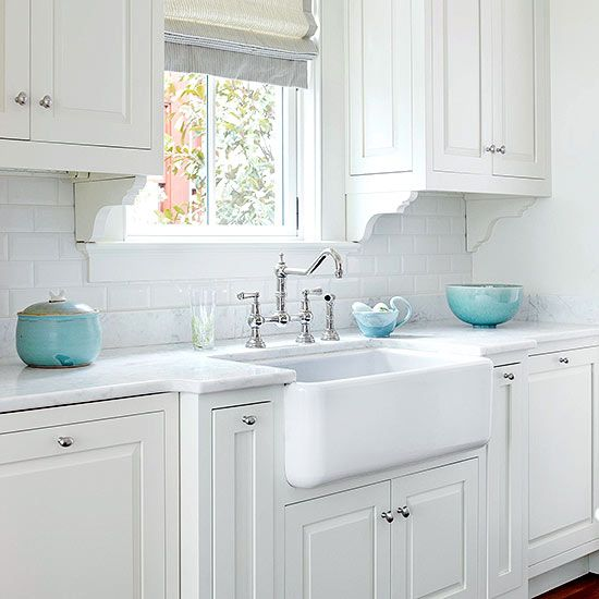 16 Perfect Kitchen Designs For Classy Homes: Farmhouse Sink Ideas